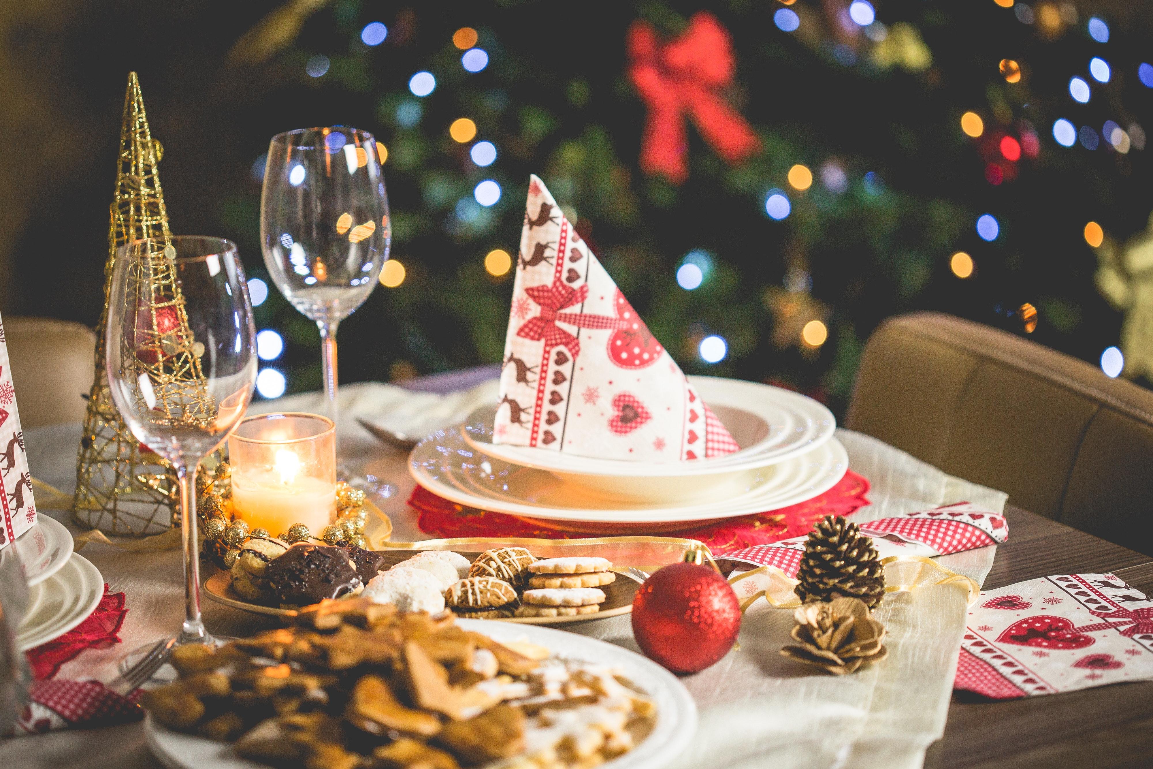 Décoration de table de repas de Noël